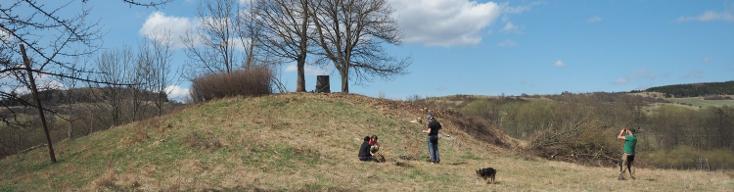 Vyčištění vrchu Heinberg v zaniklé vsi Dlouhá ve VÚ Hradiště