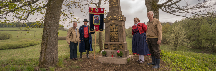 Slavnostní odhalení obnoveného pomníku padlým v Dlouhé