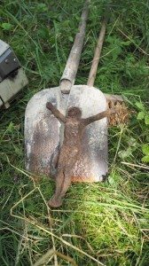 Znovuvztyčení rozvaleného Michlova kříže u Lažan 04
